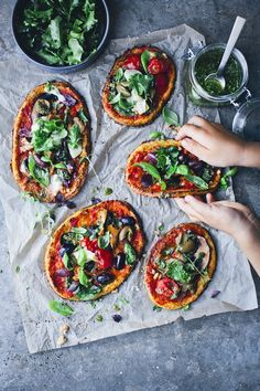 No matter what your wedding type, pizza can make a great wedding reception food choice,Wedding Food Ideas Pizza,wedding food ideas for summer, wedding food ideas on a budget Vegan Pizza Recipe, Vegan Cafe, Vegetarian Recipes, Healthy Recipes, Reception Food, Green Kitchen, Italian Recipes, Quiche, Foodies