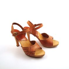 Sandals Heels Leather Vintage 1970s Shoes by purevintageclothing, $38.00