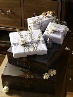Ob an der Wand, als Geschenkdeko oder hübscher Briefbeschwerer - wir inszenieren getrocknete Blumen ganz neu. Das brauchen Sie für die