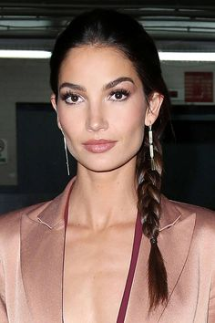 Get Lily Aldridge's perfect side braid. Get Lily Aldridge's perfect side braid. Cool Braid Hairstyles, African Hairstyles, Celebrity Hairstyles, Bob Hairstyles, Casual Hairstyles, Pixie Haircuts, Medium Hairstyles, Wedding Hairstyles, Short Layered Haircuts