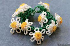 Loom bands in a daisy chain | insistonactivity.com