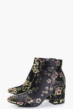 If you're crying out for a new pair of shoes, or two, boohoo's new in shoes collection is made for you. Shoe Collection, Boohoo, Rubber Rain Boots, Footwear, Shopping, Shoes, Women, Fashion, Moda