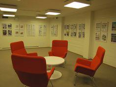 Entinen käsikirjasto, nykyinen lueskelu- ja taidenäyttelytila / Former reference library is now a space for reading and enjoying different kinds of art.