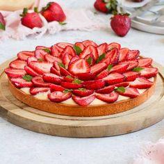 Strawberry Custard Pie Recipe, Custard Tart, Strawberry Tart, Tart Recipes, Almond Recipes, Cream Recipes, French Dessert Recipes, Great Desserts, Summer Desserts