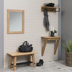 Jedálenská lavica Kiruna je exkluzívnym dizajnovým nábytkom z tradičných prírodných materiálov. Ľudia pôvodne vyrábali nábytok výhradne z dreva a tejto tradície sa drží aj kolekcia dreveného nábytku Kiruna.    vhodná k menšiemu stolu alebo do predsiene …