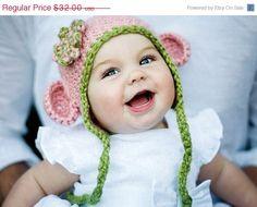 Cute baby, cute hat.