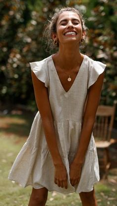 Style tips and fit :  Your go-to linen dress for summer! This beautiful linen piece features a super cute frilled sleeves, v neck line, oversized layered look, POCKETS (your favourite) and a relaxed fit look. It's comfy, soft and beautiful to touch so you'll NEED this for all your summer adventures! *Note: Please foll