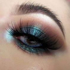 Insomnia Makeup Tutorial by Kelsey O'Connell. Makeup Geek Eyeshadow in Corrupt. Makeup Geek Duochrome Pigment in Insomnia.