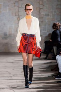 View all the catwalk photos of the Loewe autumn (fall) / winter 2015 showing at Paris fashion week.  Read the article to see the full gallery.