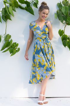 Fanciful Tropical Gold Wrap Dress featuring a fitted cross over bust and flirty skirt in a large vintage palm leaf print Ootd Fashion, New Fashion, Fashion Outfits, Australian Boutique, Mombasa, Rose Boutique, Leaf Prints, 1 Year, Wander