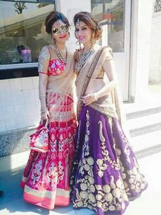 Bridal Hairstyle In Lehenga - Do you want to hairstyle bridal like bridal hairstyle in lehenga? Talking about hairstyle trends, hair cutting style and Indian Bridal Fashion, Indian Wedding Outfits, Pakistani Outfits, Indian Outfits, Wedding Dresses, Wedding Wear, Lehenga Hairstyles, Indian Hairstyles, Wedding Hairstyles