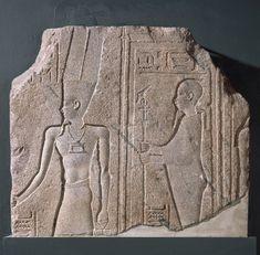 Relieve esculpido en granito representando a los dioses AMON y PTAH. Período Helenístico. Hacia 285-246 a.C. Museo de Bellas Artes en Boston.