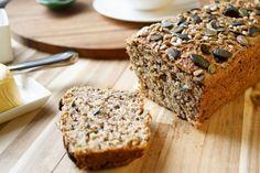 Dieses Protein Power Brot ist genau die Art Brot, die ich mag. Es ist voll mit Sonnenblumenkernen, Leinsamen, Kürbiskernen, Sesamsamen und Chia Samen. Also ein vollwertiges Brot mit einem nussigen …