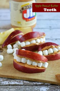 Best Halloween Party Snacks - Apple Peanut Butter Teeth - Healthy Ideas For Children For School . - Best Halloween Party Snacks – Apple Peanut Butter Teeth – Healthy Ideas for Children for School - Halloween Party Snacks, Dessert Halloween, Snacks Für Party, Spooky Halloween, Party Recipes, Party Appetizers, Healthy Halloween Snacks, Halloween Drinks, Halloween Halloween