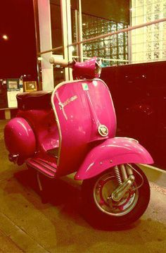 dont think i wont rock this vespa scooter Scooters Vespa, Motos Vespa, Vespa Lambretta, Motor Scooters, Yamaha Scooter, Mobility Scooters, Fiat 500, Triumph Motorcycles, Pink Vespa