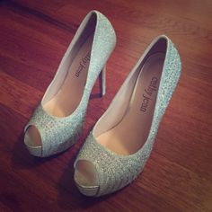 49878b417d89 Cathy jean silver bling size 7 New Beautiful silver bling heels. Bought for  my wedding but didnt use them. 5 inches high with a 1 inch platform Cathy  Jean ...