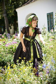 The floral headscarf is such a charming, vintage appropriate touch. (Sportalm Kitzbühel S/S 2012). #German #Austrian #folk #costume #dirndl #tracht #dress #summer #vintage