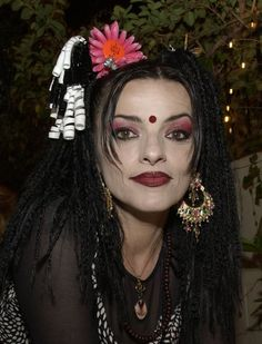 Pin for Later: Nina Hagen, die Godmother der schrillen Looks 2002