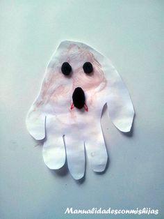 En Halloween adornamos la casa con Huellas de la mano y témperas