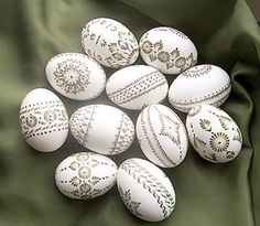 ok, they're eggs, but would look great on rocks! Easter Arts And Crafts, Egg Crafts, Easter Egg Pattern, Carved Eggs, Egg Tree, Easter Egg Designs, Easter 2018, Easter Religious, Ukrainian Easter Eggs