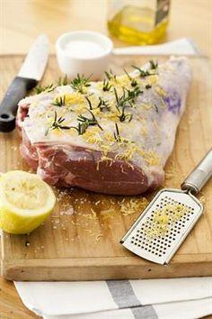 Jy hoef nie terug te deins vir boud gaarmaak nie, dis glad nie so moeilik nie. Lamb Chop Recipes, Meat Recipes, Gourmet Recipes, Cooking Recipes, Recipies, My Favorite Food, Favorite Recipes, Meat Love, South African Recipes