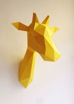 Origami en papier, tête de girafe jaune. - Origami paper , yellow giraffe head.