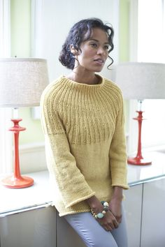 Pas in grijs & tricot in zwart! Ravelry: Radiant Sweater pattern by Lion Brand Yarn Sweater Knitting Patterns, Knitting Stitches, Knit Patterns, Free Knitting, How To Purl Knit, Pulls, Knitwear, Knit Crochet, Sweaters For Women