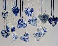 Hartje - Handbeschilderde porseleinen hanger van harriet-damava via DaWanda (niet per se voor Valentijn)