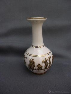 Jarrón violetero en porcelana griega  pincelada en oro de 24 k Corfu Feax