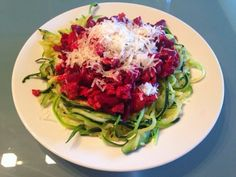 Barborka On The Run: Zoodles With Turkey Beet Root Bolognese Vegetarian Recipes, Healthy Recipes, Bolognese, Clean Eating Recipes, Beets, Cabbage, Spaghetti, Rolls, Turkey