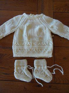 Taille 0 à 3 mois. Fiche gratuite réservée à un usage privé. Ne pas vendre ne pas diffuser.  - Fiche 13 BRASSIERE ET CHAUSSONS.pdf Knitting Socks, Knitting Stitches, Baby Knitting, Crochet Girls, Crochet Baby, Knit Patterns, Clothing Patterns, Baby Girl Patterns, Summer Knitting