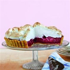 Instead of the traditional Lemon Meringue Pie, why not switch it with this Cherry Meringue Pie!