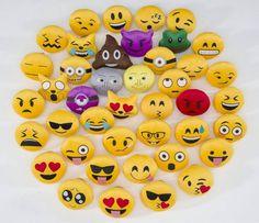 Vai ter novidade no Facebook a empresa já publicou a patente de funcionalidade que permite aos usuários criarem os próprios emojis através das próprias fotos. Segundo a rede social ao usar a própria expressão os diálogos ficarão mais íntimos. Como se tornaram indispensáveis no uso geral haverá muita criatividade na personalização dos emojis.  #olhardemahel #facebook #emoji #emoticon #criatividade #chat #conversation #pacontecimentos #novidade #instagram #news #instanews #redesocial #batepapo…