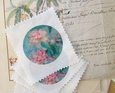 Un médaillon fleurs pivoine imprimé sur du lin