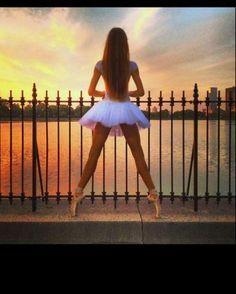 ballet, dance, and ballerina resmi Hip Hop, Tumblr Ballet, Tutu, Dance Like No One Is Watching, Ballet Photography, Photography Ideas, Dance Poses, Tiny Dancer, Ballet Beautiful