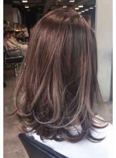 Hair Bob Medium Highlights Ideas in 2020 Haircuts For Medium Hair, Medium Short Hair, Medium Hair Styles, Short Hair Styles, Medium Long, Hair Color Highlights, Ombre Hair Color, Ulzzang Hair, Long Brown Hair