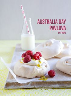 Pavlova for Australia Day. Thinking of our sweet Aussie family! Aussie Food, Australian Food, Australia Day Celebrations, Happy Australia Day, Good Food, Yummy Food, Anzac Day, Thinking Day, Party Treats