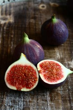 Delicious - Fruit and Vegetables - Fruit Photography, Food Photography Styling, Food Styling, Fresh Figs, Fresh Fruit, Fruit And Veg, Fruits And Vegetables, Fig Fruit, Photo Fruit
