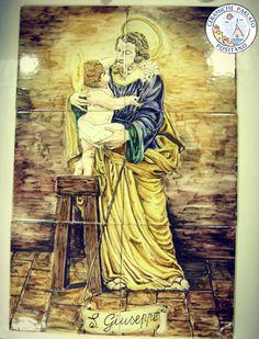 San Giuseppe, Maria e Gesù bambino sono collettivamente riconosciuti come la Sacra Famiglia. Pannelli e mattonelle hand made presso il nostro Laboratorio di ceramica artigianale.  http://www.ceramicpositano.com/