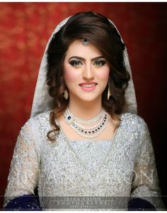 Ideas Pakistani Bridal Makeup Walima Desi Wedding For 2019 Pakistani Wedding Hairstyles, Pakistani Bridal Makeup, Pakistani Wedding Dresses, Bride Hairstyles, Hairstyles 2018, Short Hairstyle, Hairstyles Pictures, Hair Updo, Desi Bride