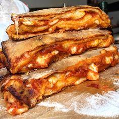 Calzone, Pizza Recipes, Lunch Recipes, Cooking Recipes, Pizza Rustica, Vegan Recepies, Sicilian Recipes, Sicilian Food, High Fat Foods
