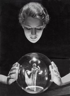 Crystal Ball - Muse, Fashion Icon, Artist, and Photojournalist Lee Miller, photographed by Russian-born pioneering fashion photographer George Hoyningen-Huene. (image via Clapham Studio Hire) Miller established herself as a successful New York. Lee Miller, Man Ray, Vintage Photography, White Photography, Macabre Photography, Photography Tricks, Food Photography, Photo Images, Photo D Art