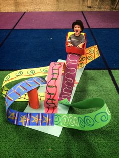 smART Class: roller coaster Students learn about shapes and height/depth they can create with paper in a fun way. The little roller coaster seat and image of the student is so fun! Paper Roller Coaster, Roller Coasters, Roller Coaster Decorations, Projects For Kids, Art Projects, Kids Crafts, Art Education Projects, Diy Pour Enfants, Classe D'art