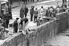 13 agosto 1961 – Berlino (Germania): il governo della Germania Est fa erigere il Muro di Berlino