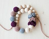 Nursing necklace / Teething necklace for Mom. So cute and such a great idea!