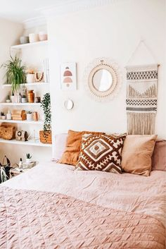 If you're struggling with decor ideas as a renter, look no further than @homewithkelsey's profile in the LIKEtoKNOW.it app... She rents a small apartment Room Ideas Bedroom, Diy Bedroom Decor, Bedroom Inspo, Eclectic Bedroom Decor, Cheap Room Decor, Bedroom Signs, Bed Room, Entryway Decor, Bedroom Apartment
