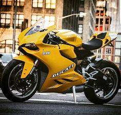 Ducati 899 ______________________________________________ #ducati899 #ducati #899 #ducatigram #ducatistagram #ducatidaily #riderich #superbike #sportbike #racebike #instabike #instagood #instagram #sportbikelife #instamoment #instamoto #bikestagram #bikeporn #throttlesociety #bikegram #bikeswithoutlimits #bikesofinstagram #bike #motorcycle #throttleworld #fastlane #quickcarsandbikes by quickcarsandbikes
