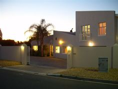 Coronata 20 Bed and Breakfast - Coronata 20 Bed and Breakfast is an upmarket establishment situated in a peaceful residential area of Paradyskloof, yet only minutes away from the centre of the beautiful university town of Stellenbosch, ... #weekendgetaways #stellenbosch #southafrica