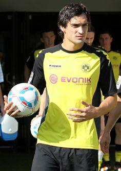 Mats Hummels, Football Fever, Mr Perfect, Soccer Players, Sports, Borussia Dortmund, Football Soccer, Football Players, Hs Sports