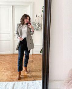 La tenue du mercredi! Un blazer à carreaux, un t-shirt avec des manches longues, un jean droit noir et des boots camel! Simple mais indémodable selon moi 🌸 Inspiration Mode, Winter Fashion, Important, Dressing, Jackets, Simple, Leather Pattern, Under The Skirt, Summer Blazer